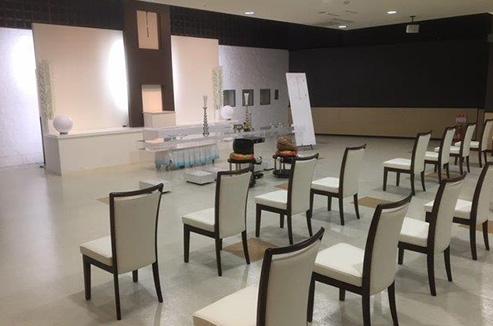 白と茶色を基調としたシンプルモダンで落ち着きのある空間です。